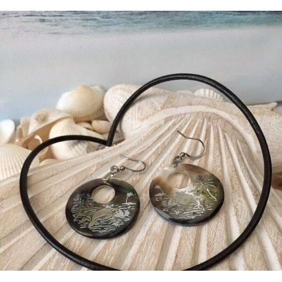 Boucles d'oreilles en coquillage brun, motif palmier/dauphin