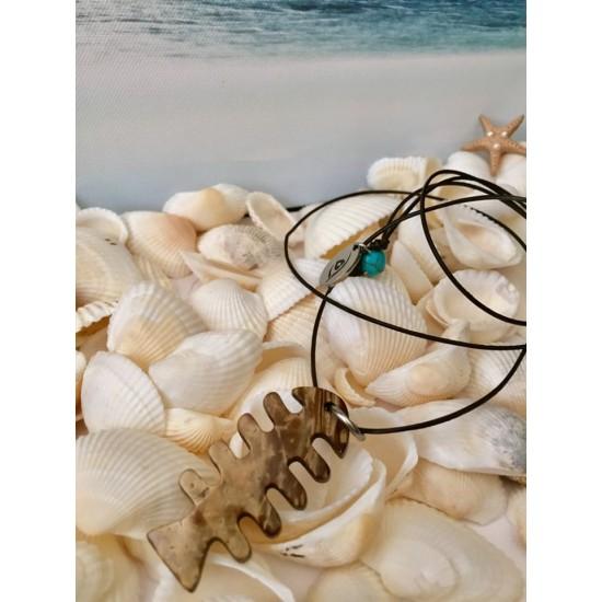 Collier long unisexe corde de cuir et poisson en noix de coco